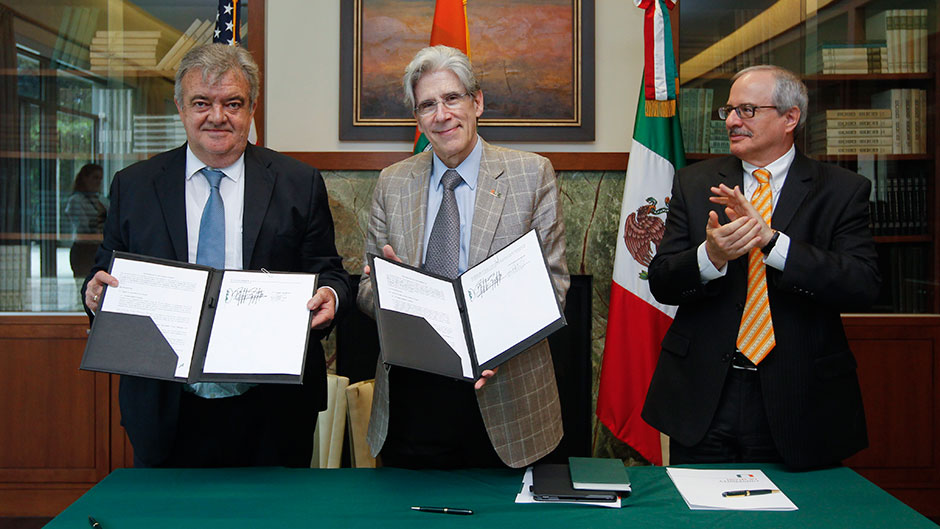 Eric Rubio Barthell, general coordinator of advisors for the State of Yucatan; UM President Julio Frenk; and Thomas J. LeBlanc, UM executive vice president and provost.