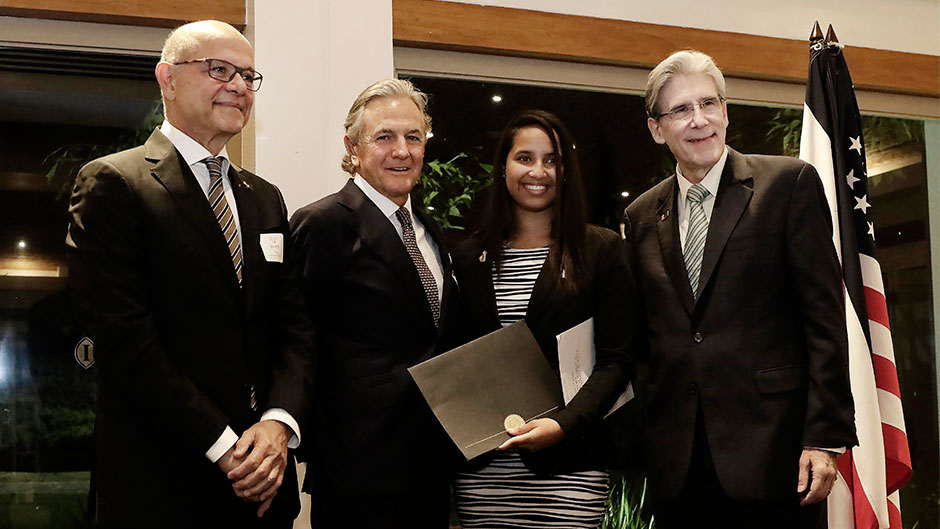Freshman Chantal Newallo with UM President Julio Frenk (right) and representatives of Payless ShoeSource Latin America.