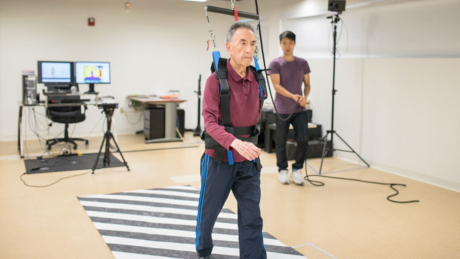 Kinesiology lab works with Parkinson's patient