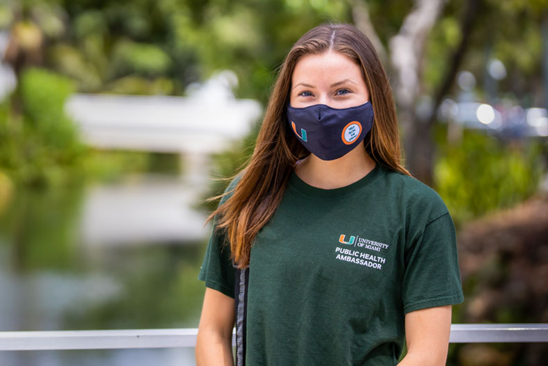 Anna Davis reminds the University of Miami community to adhere to COVID-19 safety protocols while visiting the weekly farmers market on the Coral Gables Campus