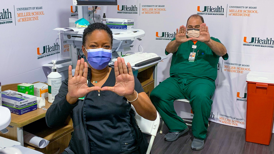 Joe Falise and Kimar Estes, both nursing leaders at UHealth, received the first vaccine shots on Tuesday. Photo: Chris Morris/University of Miami