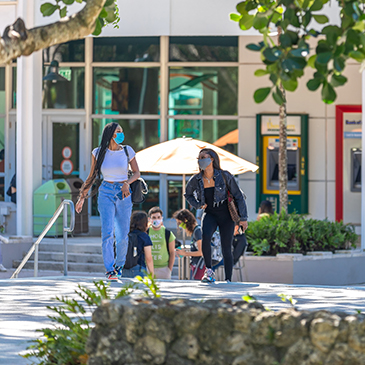 Students walk across the UC Rock Plaza on the Coral Gables Campus. Photo: Jenny Hudak/University of Miami