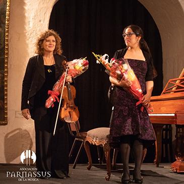 Frost student Priscila Navarro performs alongside Frost Professor Jodi Levitz