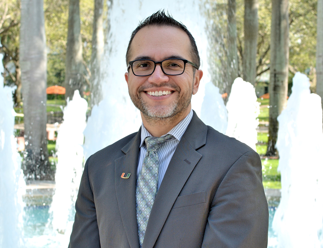 """The Florida Education Fund Awards Dr. Guillermo """"Willy"""" Prado with Presidential Award"""