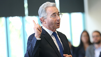 Former Colombian President Álvaro Uribe Calls for Stronger Democracy in Latin America during Informal Talk with MBAs