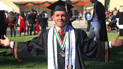 Business School Congratulates, Welcomes Newest Alums
